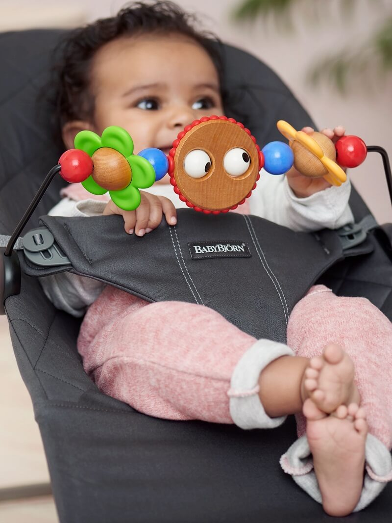 babybjorn-toy-for-bouncer-googly-eyes-1